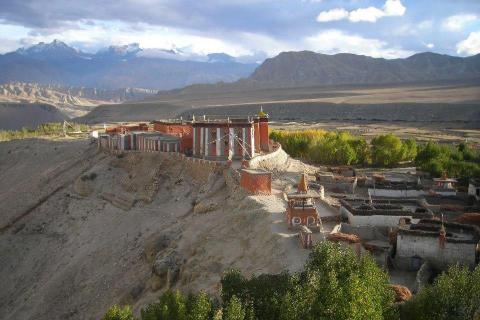 The Lost Tibetan Kingdom of Upper Mustang: Dangerous roads lead to beautiful destination